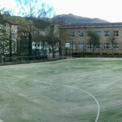 Eskolako futbito zelaia.jpg